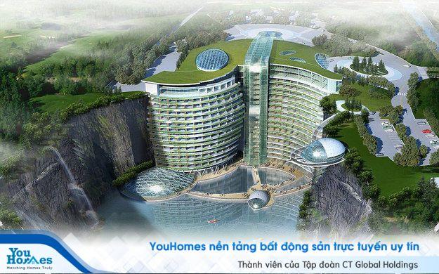 Khách sạn khổng lồ lơ lửng bên mỏ đá