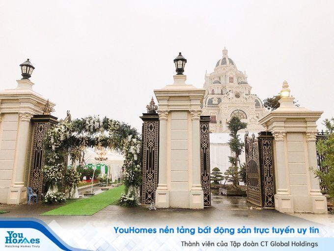 Khám phá bên trong ngôi nhà như tòa lâu đài ở Nam Định