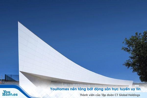 Ghé thăm trường học hình mũi tàu khổng lồ ở Brazil