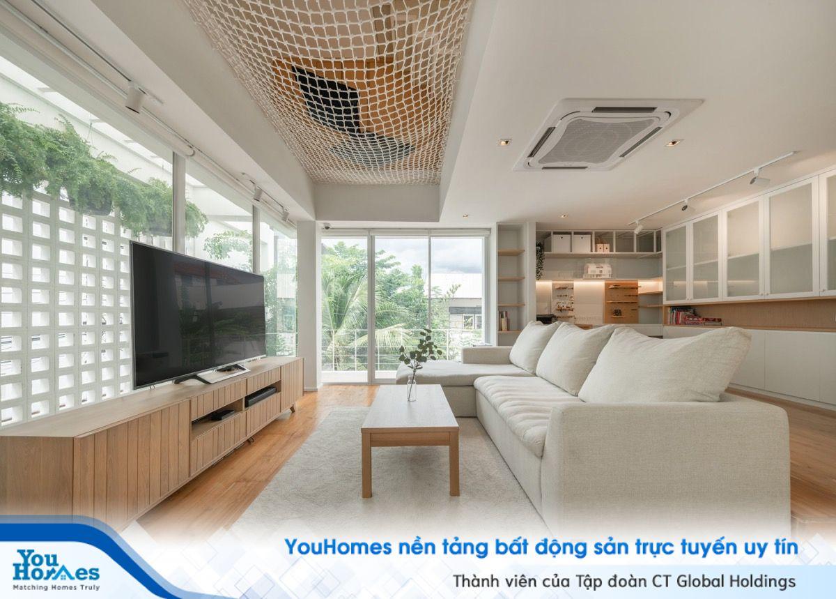 Thiết kế nhà hiện đại màu trắng ấm áp ở Thái Lan