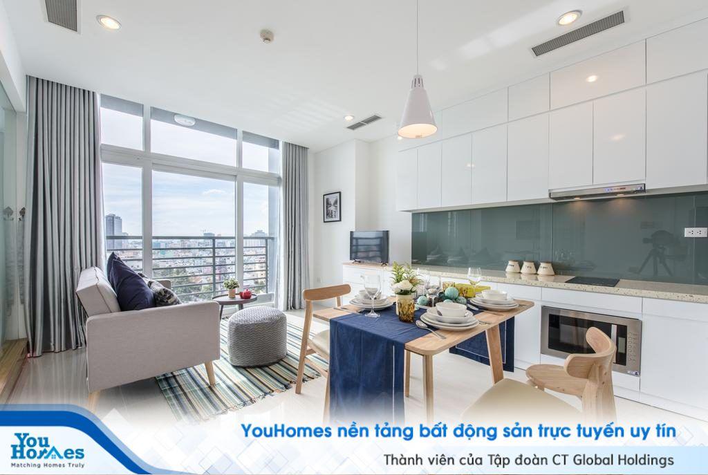 """Mẫu phòng khách liền bếp dành cho """"người cô đơn"""" với chiếc ghế sofa nhỏ nhắn."""