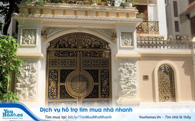Cổng biệt thự nên mở hướng vào trong...