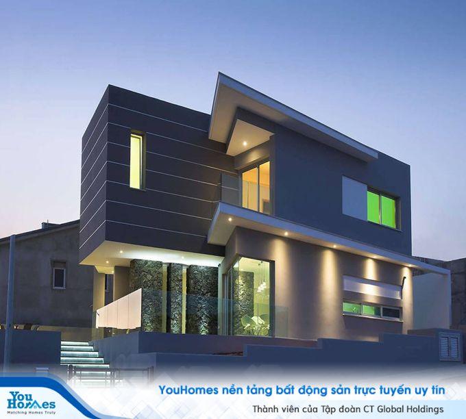 Biệt thự hiện đại với cầu thang tại lối vào nhà nổi bật với thiết kế đèn led