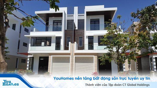 Kiến trúc ngoại thất biệt thự song lập phụ thuộc vào biệt thự bên cạnh để tạo nên một tổng thể hoàn chỉnh.