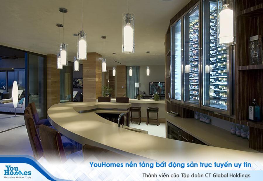 Quầy bar với thiết kế đầy tinh tế giúp người sử dụng có được một nơi thư giãn thoải mái nhất.