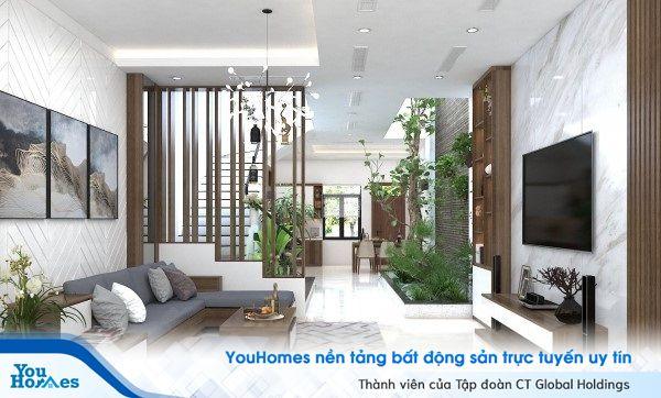 Mẫu vách ngăn giữa phòng khách với cầu thang dạng lam gỗ.