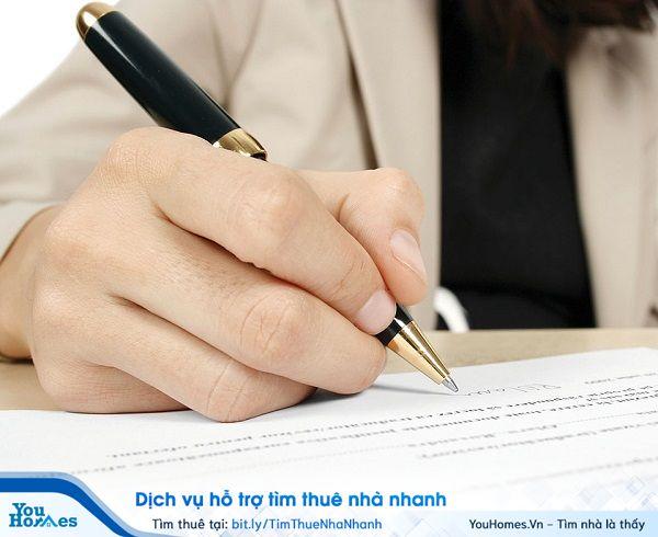 Hợp đồng thuê nhà ở là một dạng cụ thể của hợp đồng thuê tài sản, là sự thỏa thuận bằng văn bản giữa bên cho thuê và bên thuê.