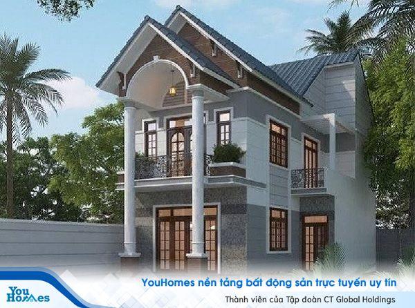 Ngôi nhà được trang hoàng bằng hệ thống cửa gỗ để lấy sáng và gió vào bên trong ngôi nhà.
