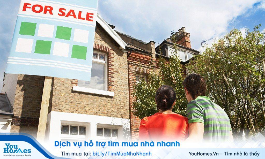 Nếu bạn thuê nhà trọ hàng tháng bạn phải chi trả từ 30 - 40% thu nhập để trả phí thuê nhà, chưa kể đến các loại phí như tiền điện, tiền nước, tiền sinh hoạt hàng tháng,...