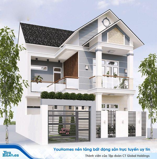 Nhà 2 tầng mái thái không thể thiếu được cây cỏ xung quanh.