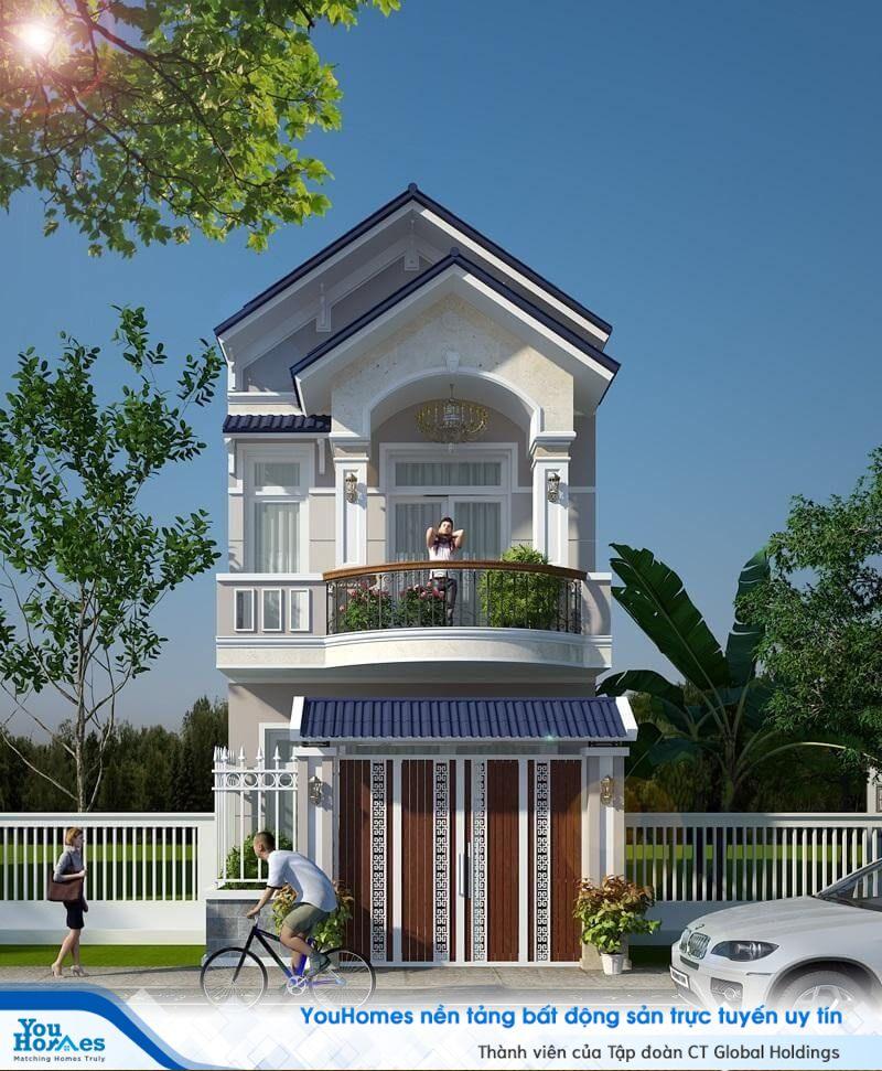 Đèn chùm được thiết kế ngay bên ngoài ngôi nhà 2 tầng mái thái giúp tổng thể trở nên cực kỳ sang trọng.