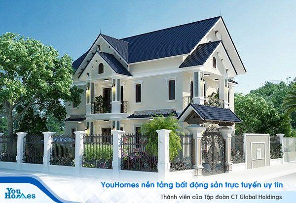 Mẫu nhà 2 tầng mái thái kiên cố nổi bật với tông màu trắng.