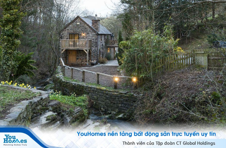 Huyền ảo ngôi nhà bên dòng suối tại Xứ Wales